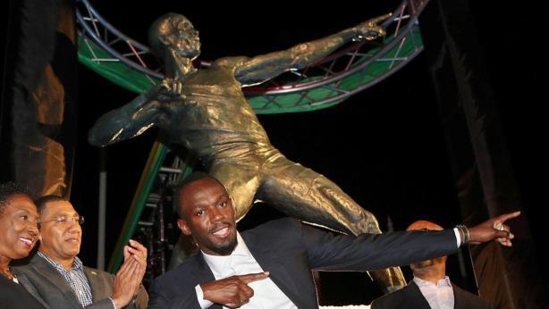 Usain Bolt & Statue